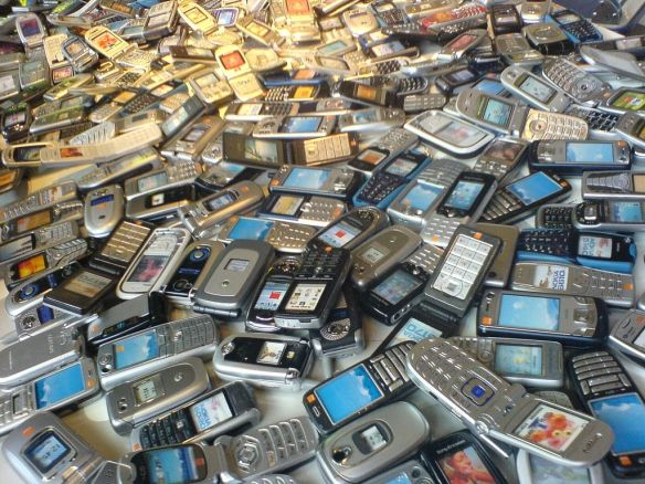 pile-o-cellphones1
