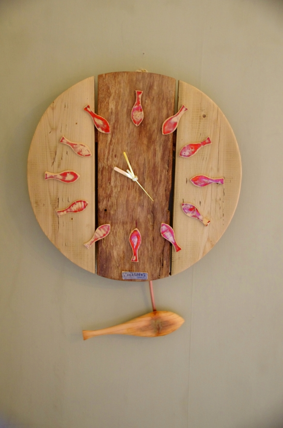 Fish clock, with pendulum, sea tree