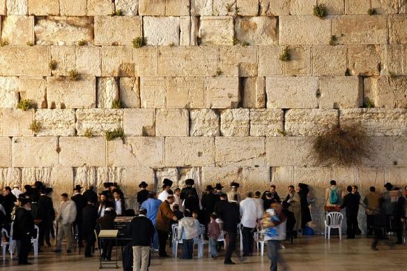 1200px-Western_wall_jerusalem_night